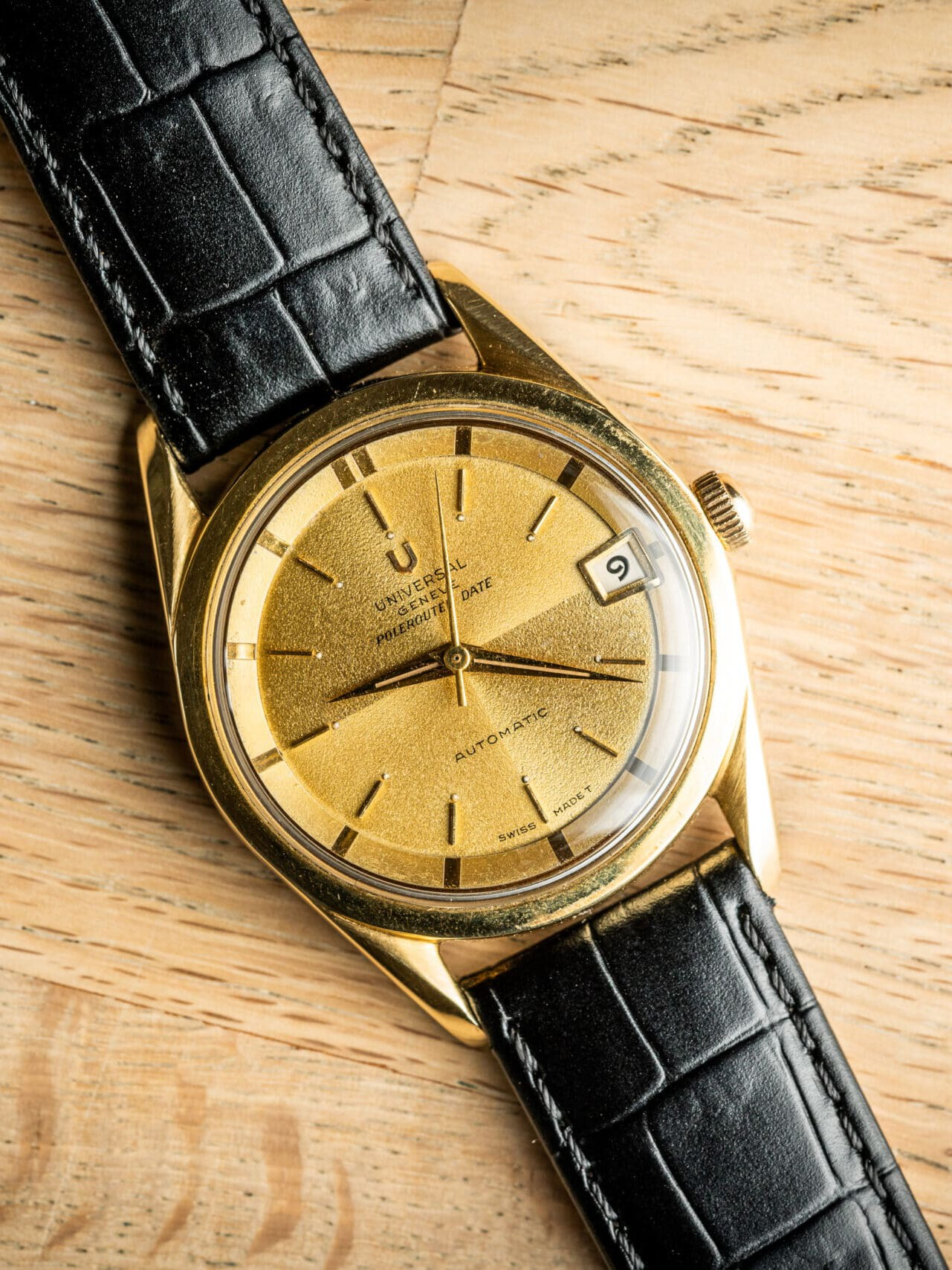 vintage universal geneve polerouter date watch