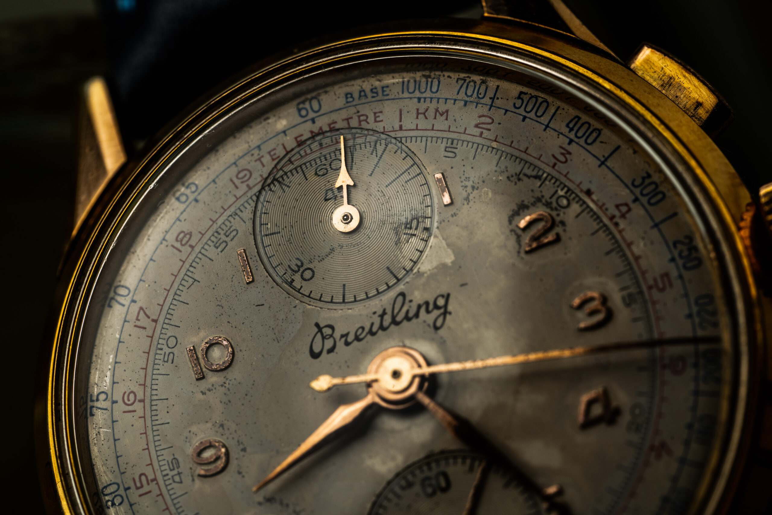 vintage breitling chronograph gold plated macro